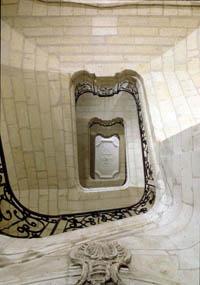 20._escalier_Temple_du_gout_contre_plongee_reduite.jpg